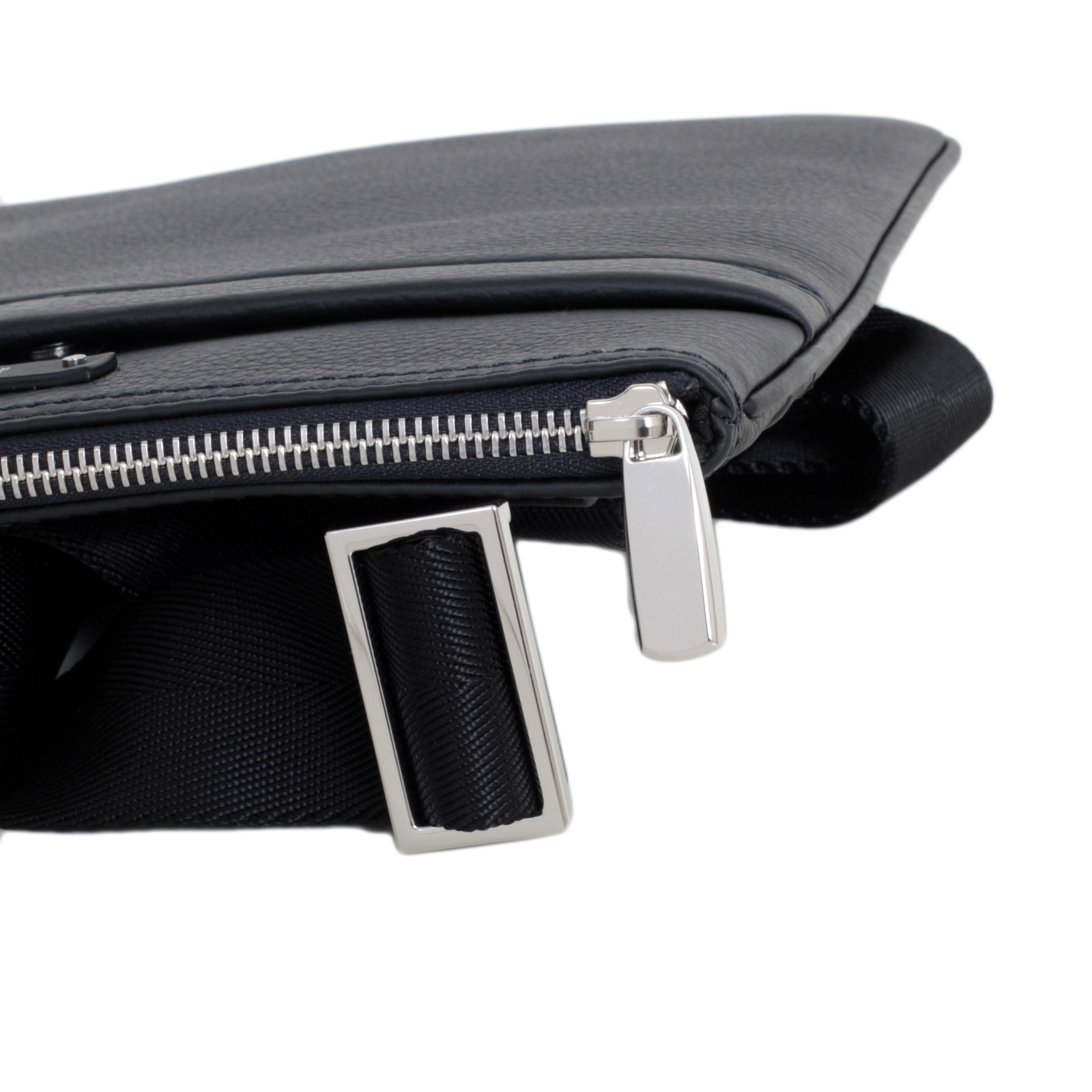 Hugo Boss Grain Leather 50311778 Top Zip Closure Traveller Bag in Black  with Adjustable Strap BOSS6608 4028f6749a
